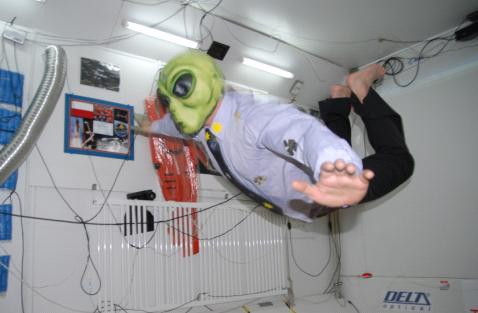 Energizer ze stanem niewazkosci we wnetrzu Youth Space Station.JPG