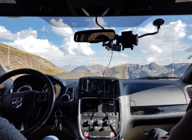 rocy-mountain-widok-z-auta.jpg